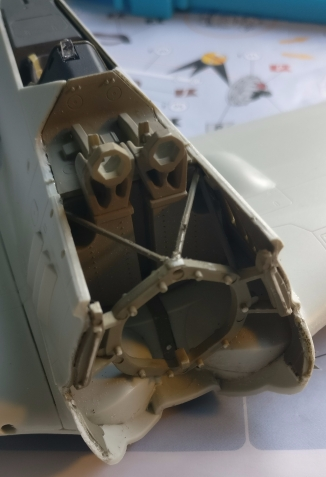 As I wrote in a previous blog, I had glued the construction that will hold the engine in place without worrying too much about the beams that are right behind it..