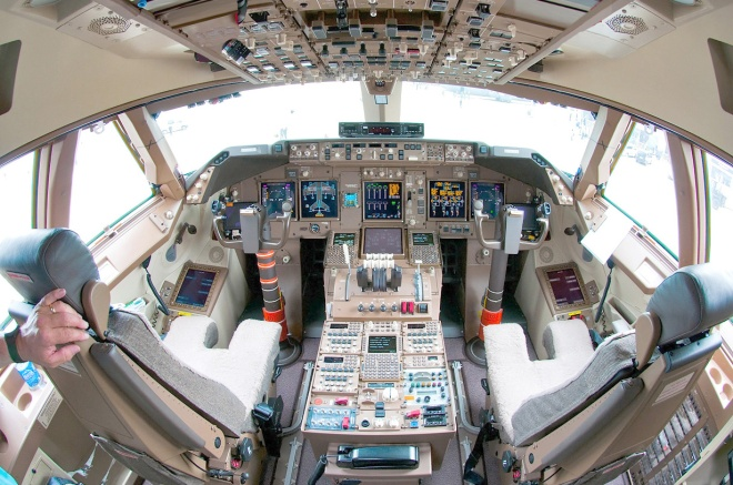 boeing_747-8_flight_deck_beltyukov