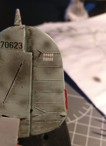 The red decal came off complete and I have painted that part now. The fingerprint visible here is already covered with some more dirt color. Also visible is another broken off part, which I have hopefully fixed now.